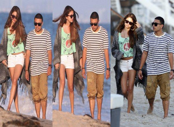 02/07/12: Sel était à la fête d'anniversaire de Ashley Tisdale qui a eu 27 ans. La fête se déroulait sur une plage de Malibu.