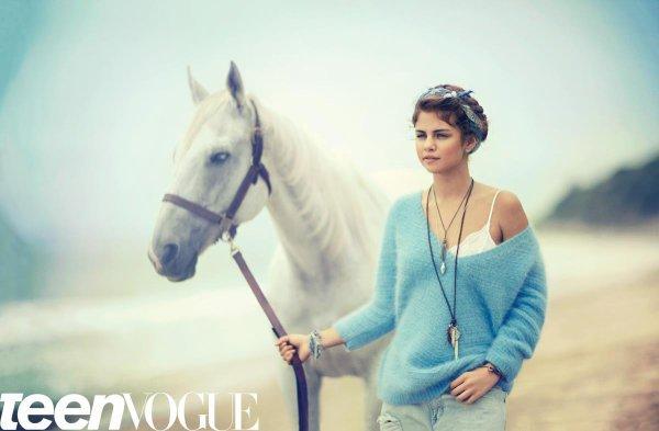 Selena fait la couverture du magazine Teen Vogue de septembre. Découvrés les photos du shoot. Je la trouve sublime.