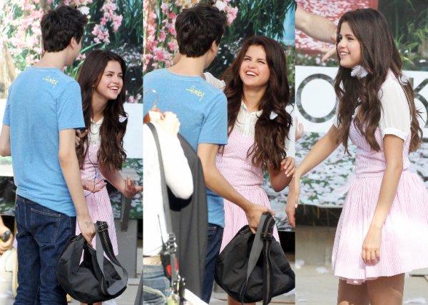 10/08/12: Selena sur le tournage  de son film en Californie.
