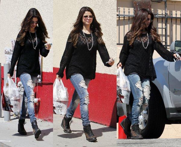 25/08/12: Selena et Justin sont allées dîner dans West Hollywood.