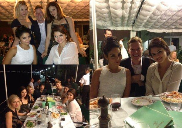 """05/09/12: Selena était à Venise avec ses co-stars Ashley Benson, Vanessa Hudgens, Rachel Korine et James Franco pour l'avant premiere du film """"Spring Breakers""""."""