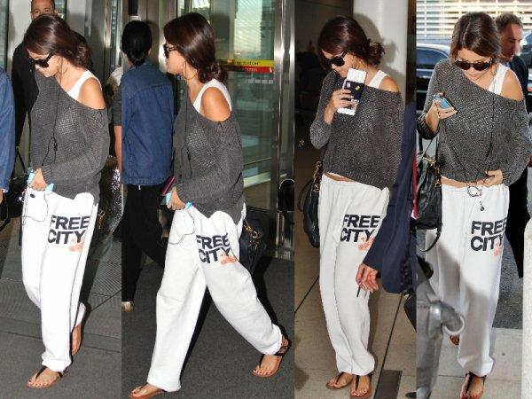 09/09/12: Selena était à l'aéroport de Toronto.
