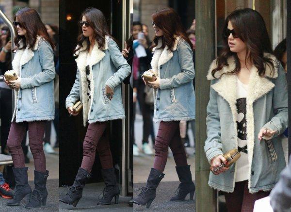 14/11/12: Selena sortant d'un hopital à Dallas.