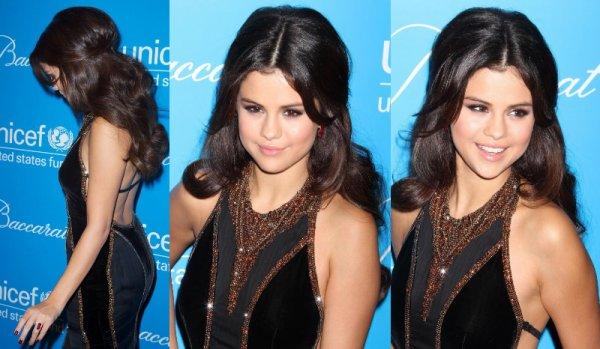 27/11/12: Selena était présente au « Unicef SnowFlake Ball ». Elle était accompagné de sa cousine Priscilla.