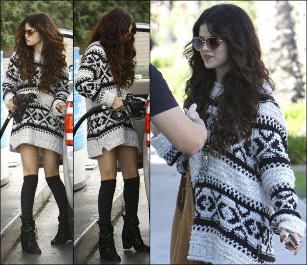 """29/01/13: Selena s'est rendue à la """"Nylon Launch Party""""."""