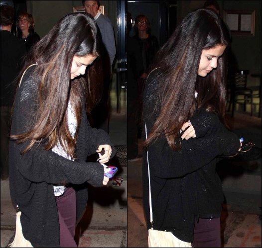 24/02/13: Selena était présente avec Vanessa Hudgens à la « Vanity Fair Oscar Party ».