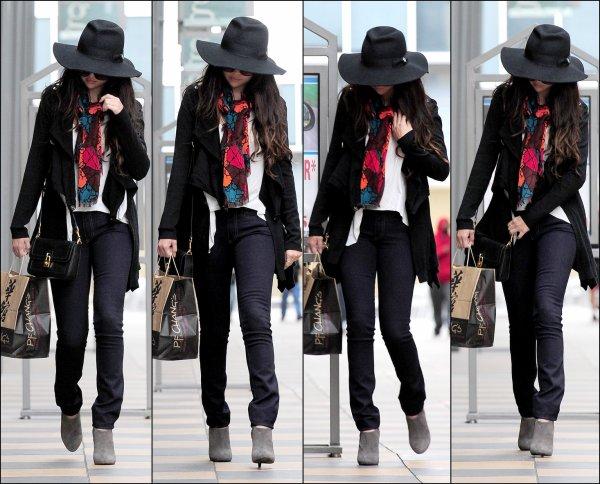 07/03/13: Selena quittant le restaurant « PF Chang » dans Sherman Oaks.