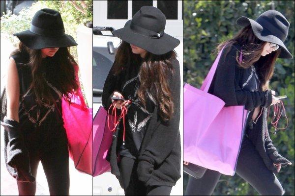 18/03/13: Selena arrivant à l'émission de David Letterman.