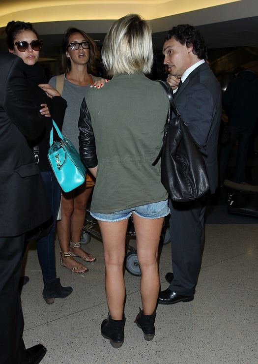 Nina Dobrev and Julianne Hough at LAX Airport (28.04.13)