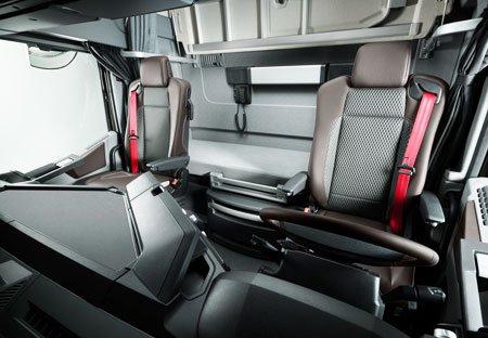 Voici les nouvelles gammes de renault photo de for Interieur camion renault t