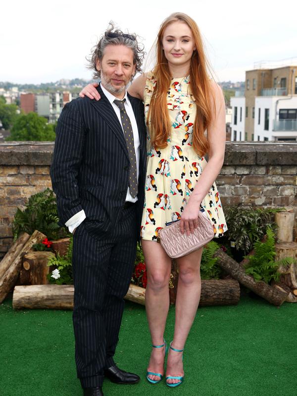 Sophie Turner à la soirée de lancement du Rooftop Film Club puis à la soirée de présentation de Pradasphere.
