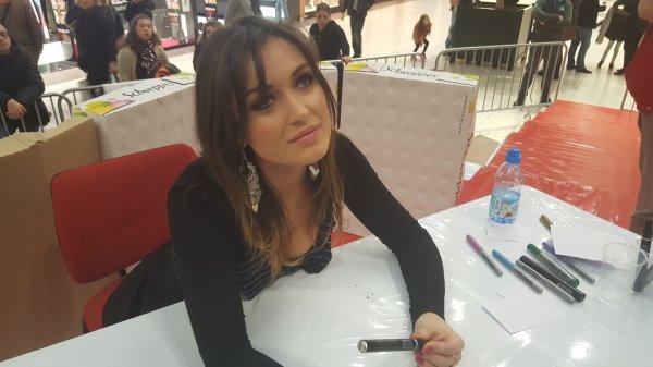 Elsa Esnoult (dédicaces a Auchan Noyelles-Godault) 4 mars 2014