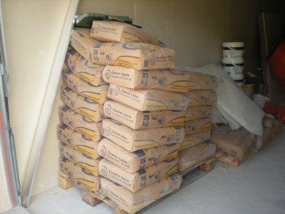 1 tonne 500 kg de ciment pour la chape !!!! 42 sacs de 35kg