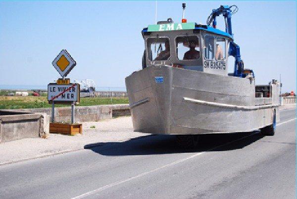 Le vivier sur mer est la capitale de la moule de bouchots - Bateau sur roues ...