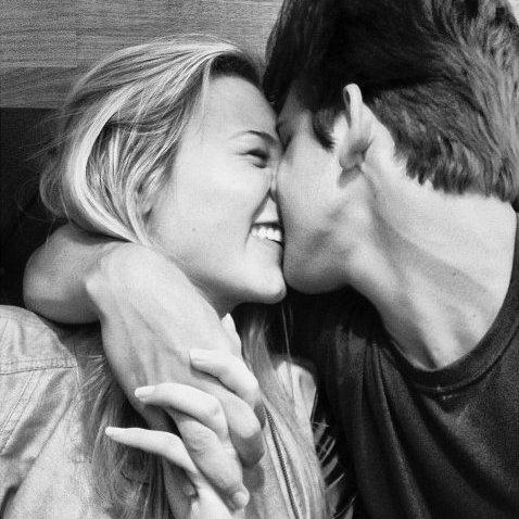 Le véritable amour est absolument sourd à ce que peut dire le reste du monde, c'est justement à cela qu'on le reconnaît.