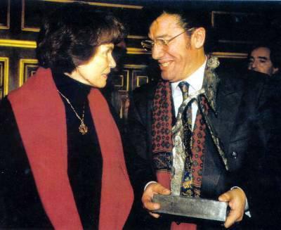 Danielle Mitterrand lors de la remise du Prix de la Mémoire à Matoub Lounès