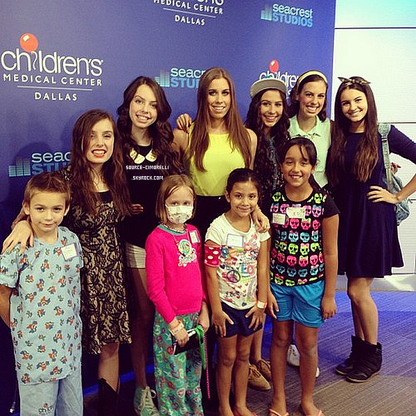 16.08.2013 - Les Cimorelli ont été au Red Balloon Network pour le Children's Medical Center Dallas avec Ryan Seacrest à Dallas au Texas.