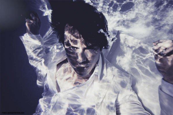 """Recemment: Un tout nouveau Photoshoot de Ian pour """"Lifestyle Mirror"""" fait par Nabil Elderkin.  ."""