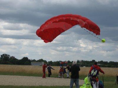 Article N°12 - Laval : le 08 et 09 juin : Sauts en parachute et en tandem avec Louis-Etienne Dureau (2/2)