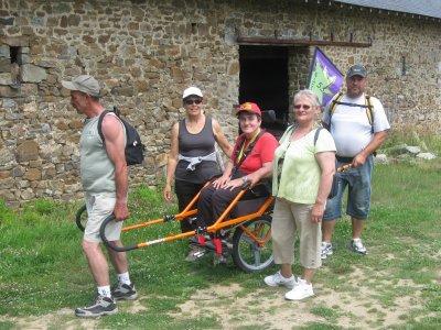 Article N° 17 - 02 juillet 2011. Rando avec le Foyer Thérèse Vohl de Laval et l'amicale des pompiers de Chailland