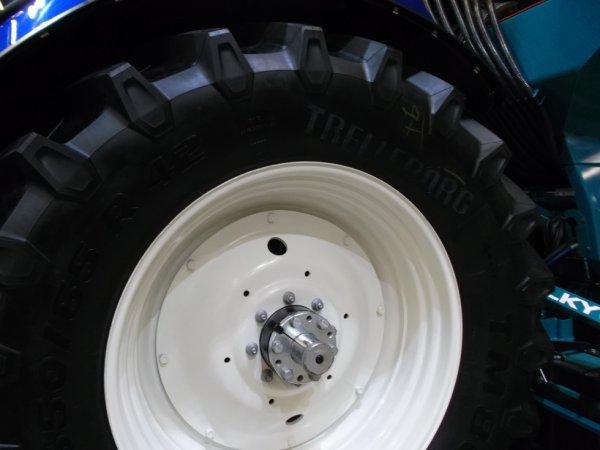 la roue arrière du new holland