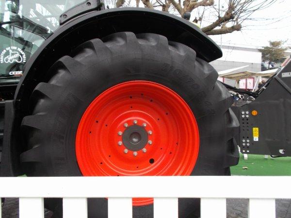 la taille de sa roue par rapport a moi qui fait 1 M 58CM