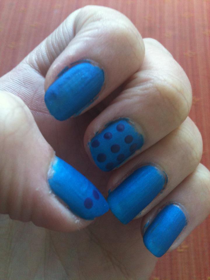 Bleu mat et violet