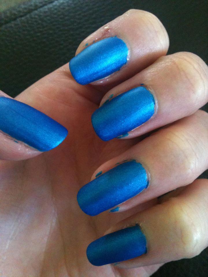Vernis bleu mat
