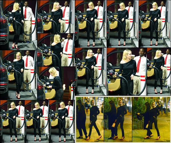 -31/01/2018- ─ Emma Roberts a été photographiée alors qu'elle était à une station essence, qui était, dans Los Angeles !Plus tard dans la soirée, la belle actrice s'est rendue au restaurant « Delilah » avec quelques amies ! Concernant sa tenue, c'est un beau top pour moi !