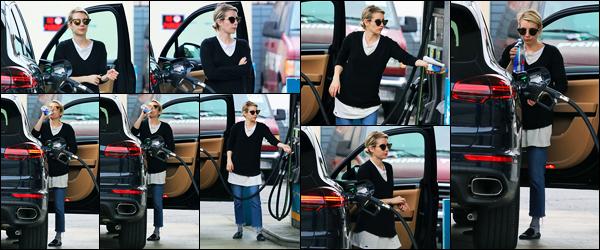 -13/03/2018- ─ Emma Roberts a été photographiée alors qu'elle était à une station essence, qui était, dans Los Angeles !La belle actrice Emma Roberts, après quelques jours sans nouvelles, et enfin réapparue... Concernant sa tenue, c'est un gros flop pour ma part ! Avis ?