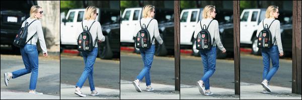 -30/01/2018- ─ Emma Roberts a été vue alors qu'elle faisait du shopping au « Melrose Trading Post », à West Hollywood.Nous avons malheureusement très peu de photos lors de cette dernière journée de janvier ! Concernant sa tenue, c'est un jolie top de ma part... Avis ?