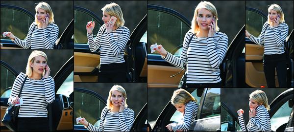 -27/02/2018- ─ Emma Roberts a été photographiée alors qu'elle allait déjeuner dans les rues étant dans Los Angeles, CA !C'est au téléphone que la belle blondinette Emma Roberts a été photographiée, toute seule... Concernant sa tenue, c'est un jolie top de ma part ! Vous ?