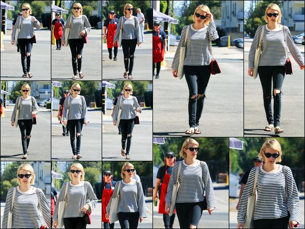 05.10.2017 ─ Emma Roberts a été aperçue alors qu'elle quittait le magasin «Emerald Forest Gifts», à Los Angeles.La belle ER qui enchaîne les sorties en ce moment, a quittée un magasin de cadeaux. Concernant sa tenue, c'est un beau top de ma part, et vous, avis ?