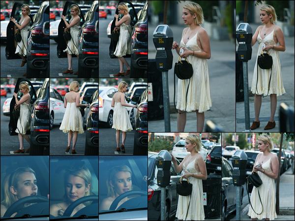 27.10.2017 ─ Emma Roberts a été photographiée, alors, qu'elle se promenait dans les rues dans Los Angeles, CA.Après quelques jours sans nouvelles de la belle blondinette, la revoilà. Concernant sa tenue, jolie top tout simple de ma part ! Et vous, dites moi vos avis.