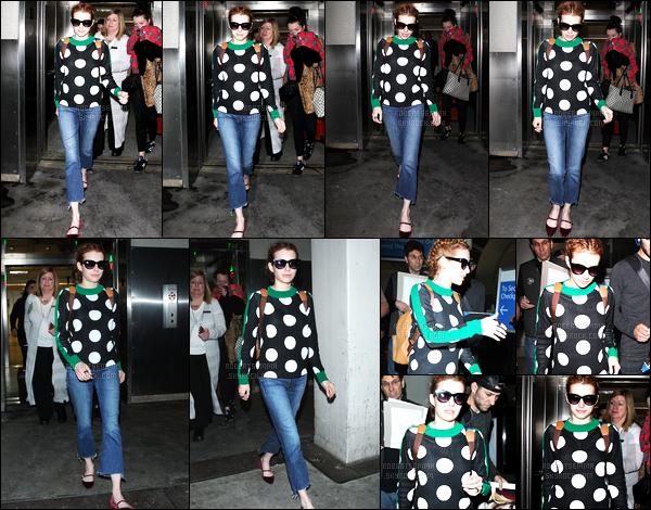 03.05.2016 ─ Emma Roberts a été photographiée alors, qu'elle arrivait à l'aréoport de JFK, dans New-York City.Emma R. a donc pris un envol direction Los Angeles puisque quelques heures plus tard, on l'a vu arrivant à LAX. Sa tenue est un top pour ma part !