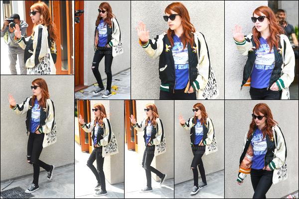 19.05.2016 ─ Emma Roberts a été photographiée, quittant le salon de coiffure «901», qui est au West Hollywood.La magnifique actrice E. été repérée ensuite alors qu'elle faisait du shopping. Concernant sa tenue c'est un jolie top de ma part, qu'en pensez vous ?