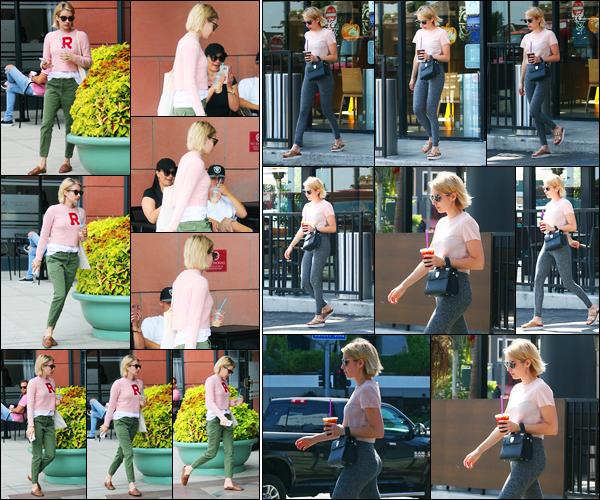 03.10.2017 ─ Emma Roberts a été vue, alors, qu'elle quittait « Anastasia BH Cosmetics & Beauty » à Los Angeles.La veille, la belle Emma Roberts a été photographiée alors qu'elle quittait un café dans West Hollywood. Concernant ces tenues, c'est des tops pour moi !