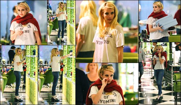 09.11.2017 ─ Emma Roberts a été photographié alors faisait du shopping chez « Prada », étant dans Beverly Hills.Peu de temps sans nouvelle pour la belle blondinette, elle a profiter de son temps libre pour faire du shopping ! Concernant sa tenue, c'est un beau top !