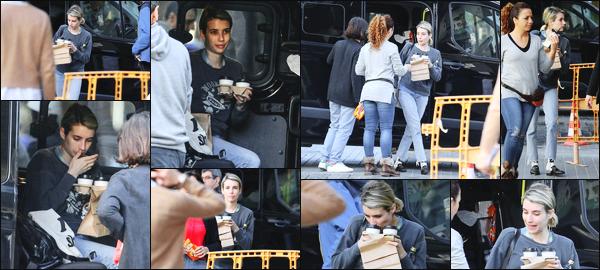 -28/03/2018- ─ Emma Roberts a été aperçue alors qu'elle était sur le tournage du film « Paradise Hills », dans Barcelone.La belle actrice Emma Roberts est donc en Espagne afin de tourner son nouveau film en compagnie de l'actrice Eiza Gonzalez. Concernant sa tenue, top !
