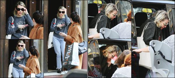 -28/03/2018- ─ Emma Roberts a été photographiée, alors, qu'elle quittait son hôtel dans la ville de Barcelone en Espagne.Le lendemain, la belle Emma a été photographiée arrivant sur le tournage de « Paradise Hills » étant à Barcelone. Concernant sa tenue, c'est un petit top.