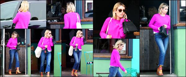 -19/03/2018- ─ Emma Roberts a été photographiée alors qu'elle quittait le restaurant « Pace Joint » étant à Los Angeles !La belle actrice Emma Roberts avec une bouteille à la main ainsi que deux sacs a donc été photographiée... Concernant sa tenue, c'est un très beau top !