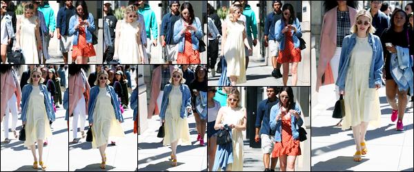 -17/03/2018- ─ Emma Roberts a été photographiée, alors, qu'elle déambuler dans les rues, avec des amis, à Beverly Hills !La belle actrice Emma Roberts en compagnie de ses amies dans les rues de Beverly Hills en Californie. Concernant sa tenue, c'est un petit top de ma part