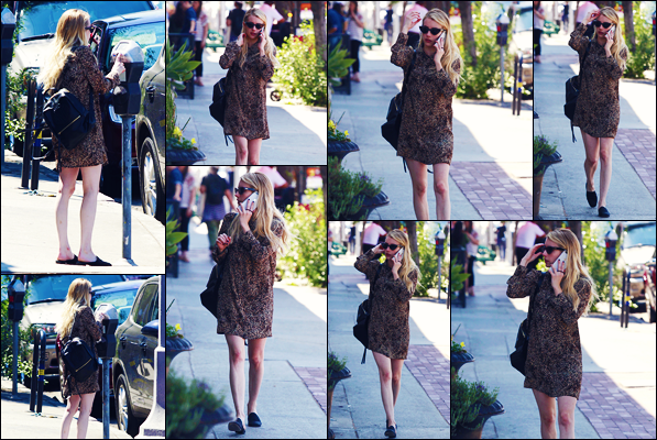 -13/08/2018- ─ Emma Roberts a été photographiée, alors, qu'elle se promenait dans les rues de la ville dans Los Angeles.Après quelques jours sans nouvelle de notre magnifique actrice E., nous la retrouvons enfin... Concernant sa tenue, c'est un très jolie top pour ma part !