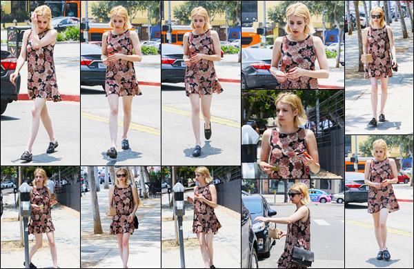 17.06.2016 ─ Emma Roberts a été photographiée, alors, qu'elle se promenait, dans les rues, étant, à Los Angeles.La magnifique actrice a ensuite été photographiée en compagnie d'une amie alors qu'elle quittait un bâtiment. Sa tenue est un top de ma part ! Avis ?