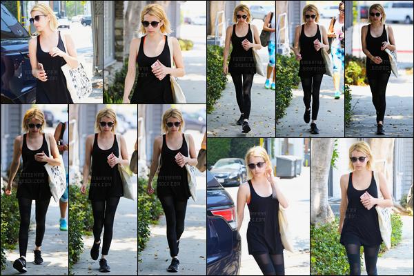 27.06.2016 ─ Emma Roberts a été photographiée, alors, qu'elle quittait son cours de gym dans Los Angeles, CA.La magnifique actrice été vêtue d'une tenue très simple, rien de mieux pour aller faire du sport. J'adore son legging pour ma part, et vous, vos avis ?