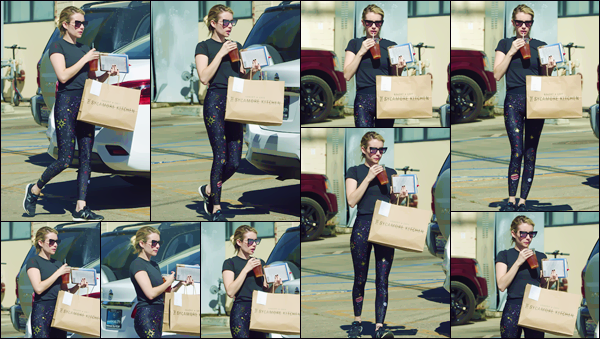 - ''•-20/10/18-' : Emma Roberts quittait le restaurant « The Sycamore Kitchen » sur l'Avenue La Brea à Los Angeles. En tenue de sport et avec une commande ans un sac, la jolie actrice quittait les lieux du restaurant pour regagner sa voiture pour rentrer. -