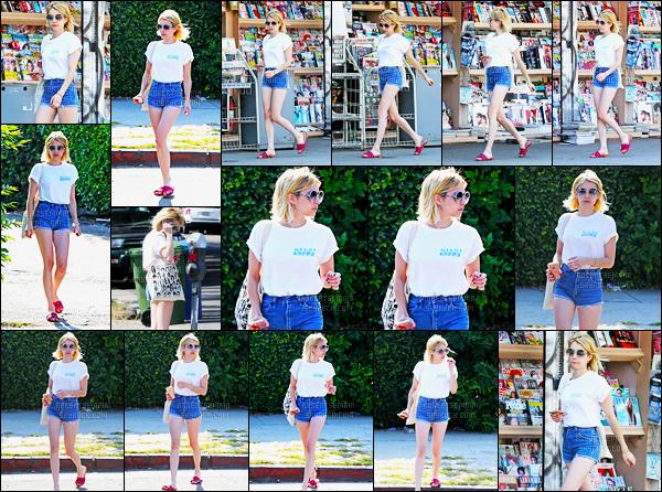 29.06.2016 ─ Emma Roberts a été photographiée alors qu'elle se promenait dans les rues dans West Hollywood.La magnifique actrice ne s'arrête plus de sortir en ce moment ! Concernant sa tenue, c'est un top de ma part, j'aime bien son short, vous, vos avis ?!