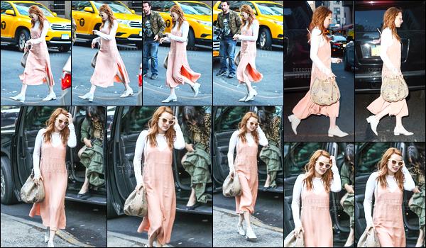 30.04.2016 ─ Emma Roberts a été photographiée pendant qu'elle se promenait, dans les rues, de New-York City.Notre magnifique actrice a été photographiée une nouvelle fois dans les rues de New-York C. mais dans une autre tenue, plus jolie que la première !