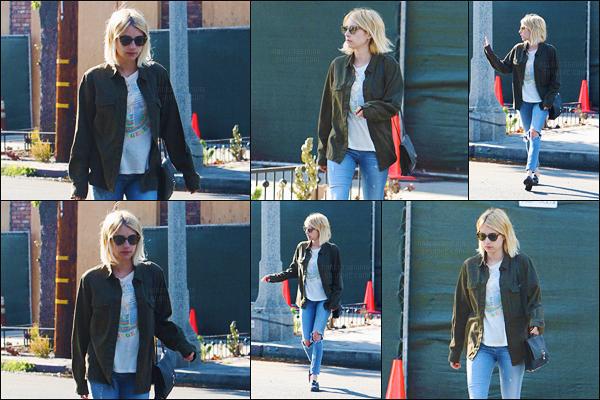 05.07.2016 ─ Emma Roberts a été photographiée alors qu'elle quittait  le « Nine Zero One » dans West Hollywood.La magnifique actrice a une nouvelle fois été repérée chez le coiffeur. Concernant sa tenue, c'est plutôt jolie pour ma part, c'est donc un top pour moi.
