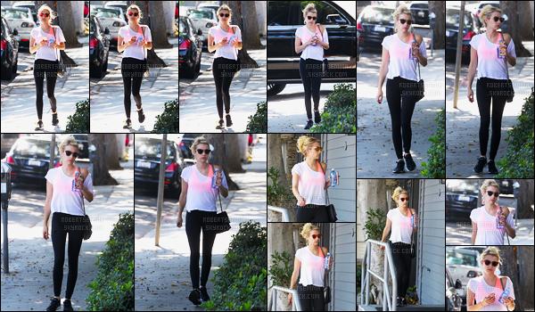 03.08.2016 ─ Emma Roberts a été photographiée, alors, qu'elle quittait son cours de gym, dans West Hollywood.Emma R. était pas très expressive sur ces photos, mais elle est très jolie. Concernant sa tenue, j'aime beaucoup sa brassière flash, c'est donc un top !